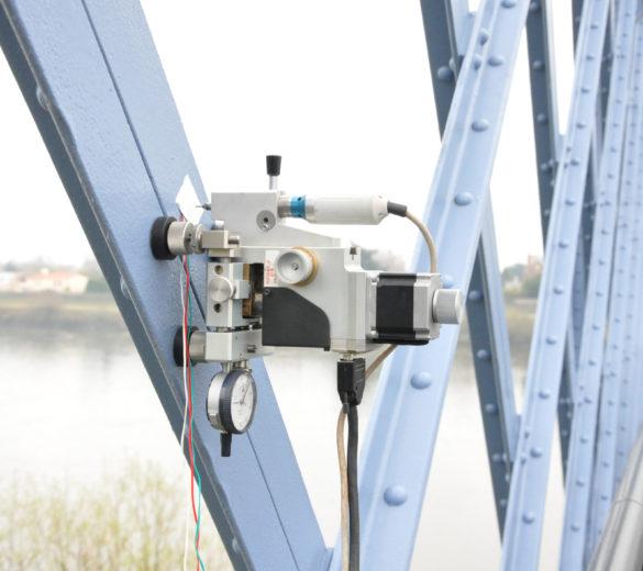 Mesure de contraintes résiduelles -Méthode du trou incrémental sur pont - SONATS.jpg