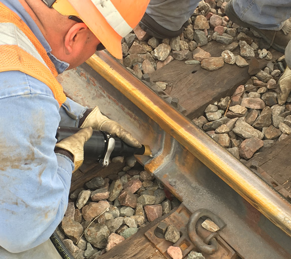 Réparation des voies de chemins de fer par martelage - ferroviaire - SONATS